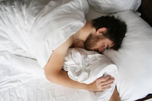 裸睡对男人有什么好处?